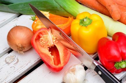 Biohotel Lindengut Fasten in der Rhön Basenfasten Gemüse schneiden